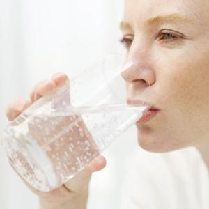 Vand er et universalmiddel - renser og gør kroppen godt!