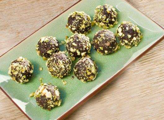 lakridskugler-med-pistacienødder